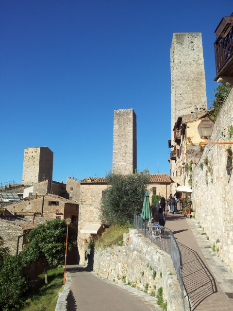 Panoramic view of San Gimignano, hilltop town in Tuscany :: Bike Florence & Tuscany