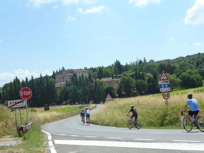 Monteriggioni hilltop town   bikeinflorence.com