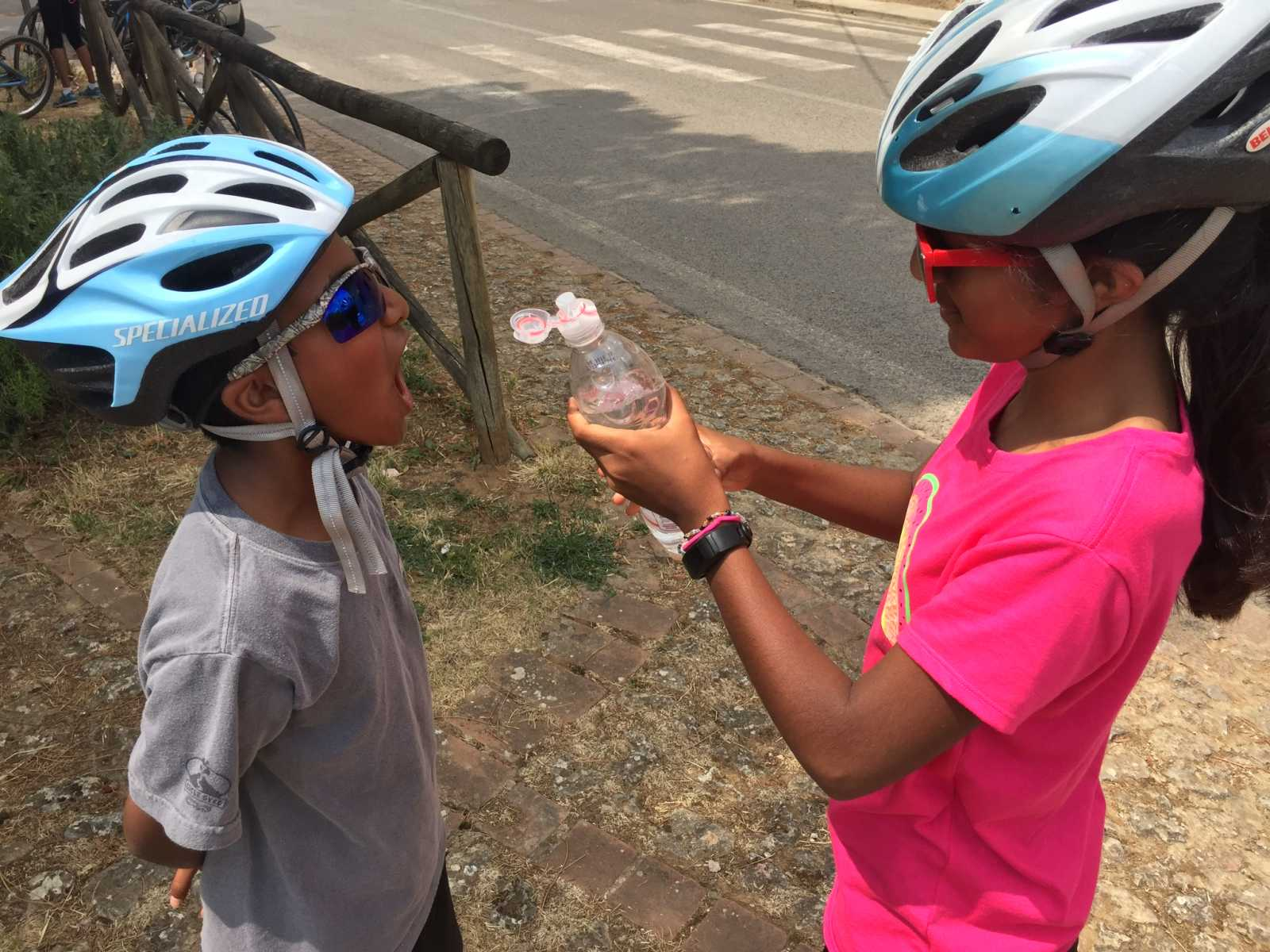 Family biking tours | kids playing together | bikeinflorence.com