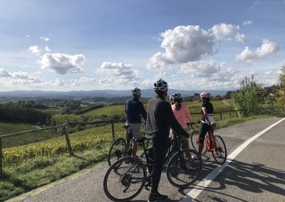 San Gimignano Easy bike tour | stop for pictures | bikeinflorence.com